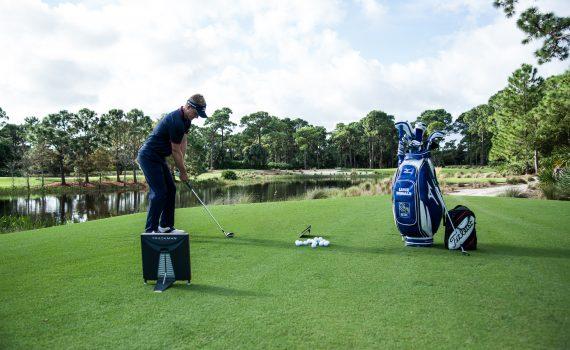 Luke Donald testet Golfbälle
